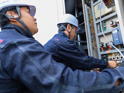 修理サービスの適用例 吸収式冷温水機の修理の画像