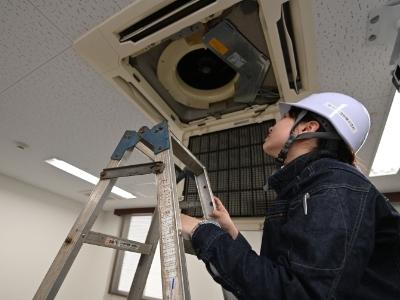 修理サービスの適用例 パッケージエアコンの修理の画像